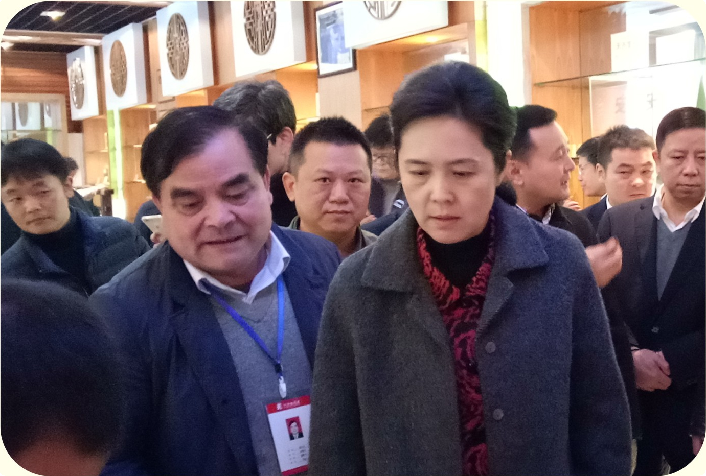 江西省副省长谢茹到公司调研指导与董事长袁小平交谈-官网